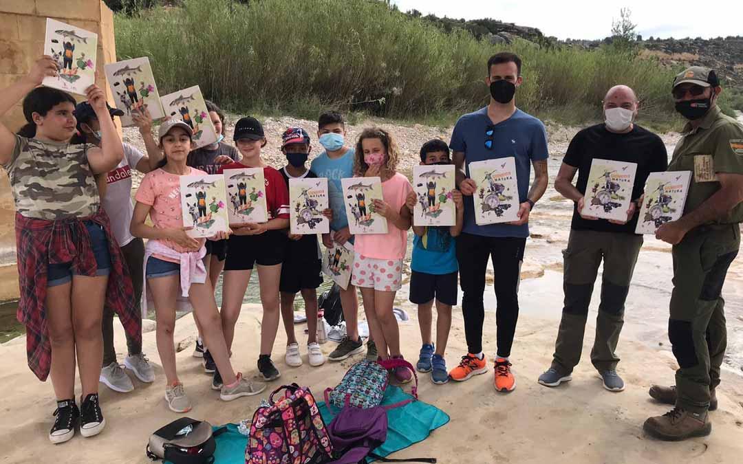 Los alumnos del Colegio de Mazaleón y los organizadores de Massalnatura llevaron a cabo una salida por el entorno natural de la localidad.