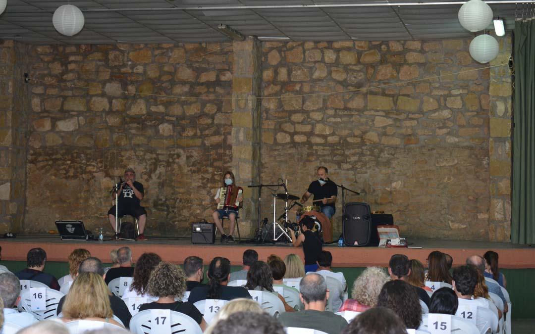 Dulzaineros del Bajo ARagón inauguran el Fetsival de micromúsicas./I.M.
