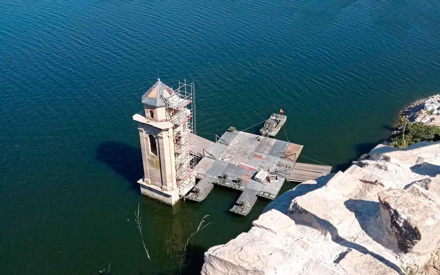La torre de la iglesia del pueblo antiguo de Fayón se encuentra en proceso de remodelación/ Fuente: Ayuntamiento de Fayón