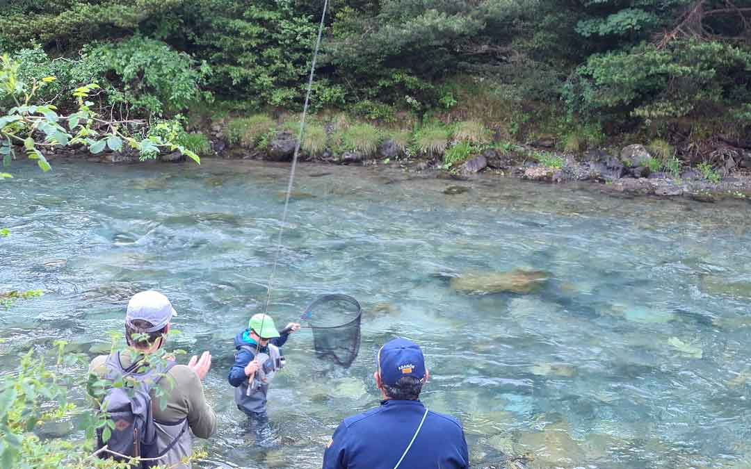 Mateo Broc actuando en las aguas del río Ara en Bujaruelo. Foto. F.B.