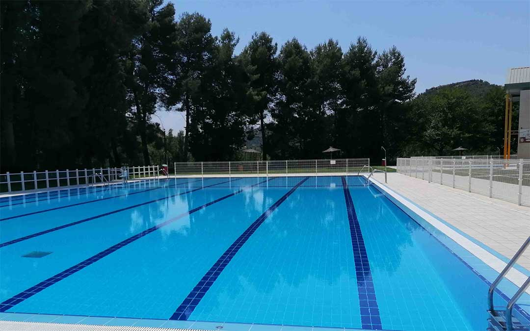 La piscina municipal de Alcañiz, lista para usarse desde este viernes./ Andrea Martínez