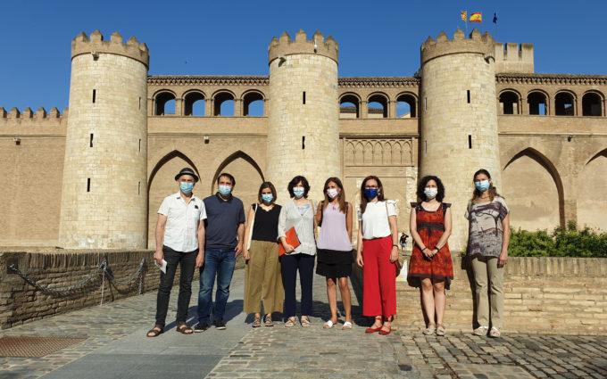 Casi un millar de médicos temporales de Aragón reclaman a DGA su conversión en fijos