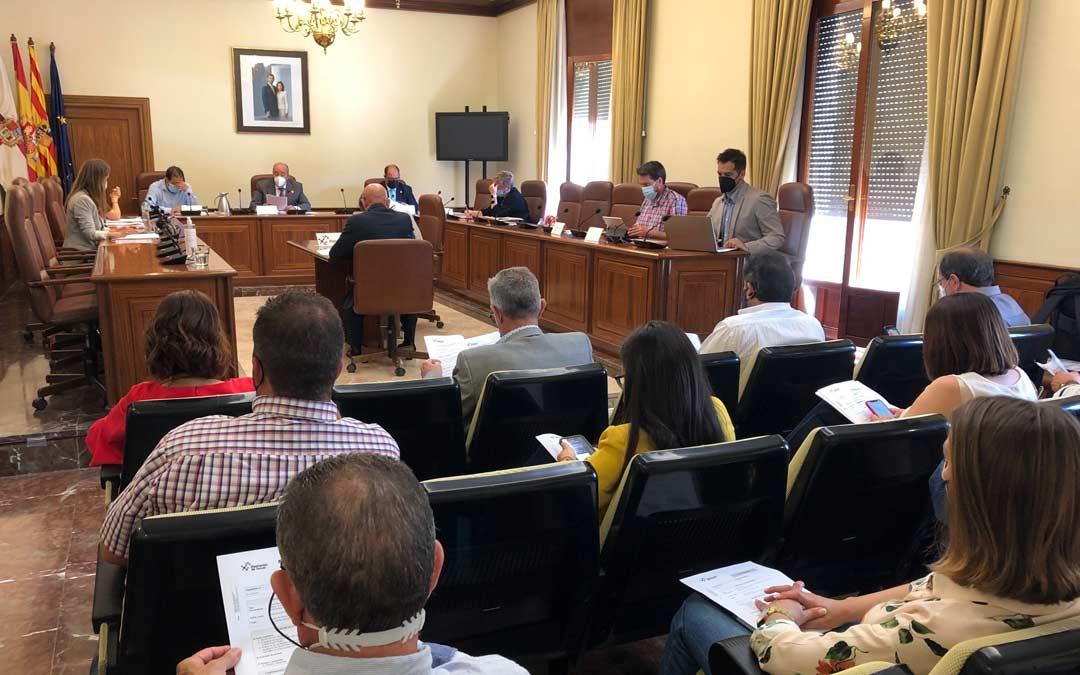 Sesión celebrada en el salón de pleno de la Diputación de Teruel./DPT