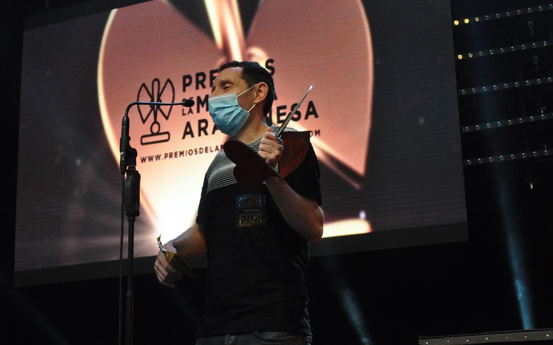 Toñín Lizana ha recogido el premio en nombre de la Asociación Ranetas. J.L.