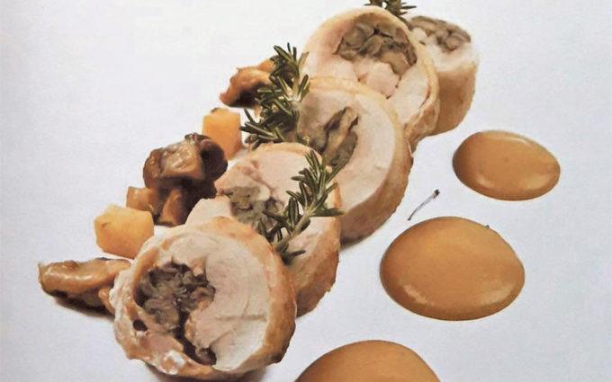 Muslo de pollo relleno de setas con su salsa