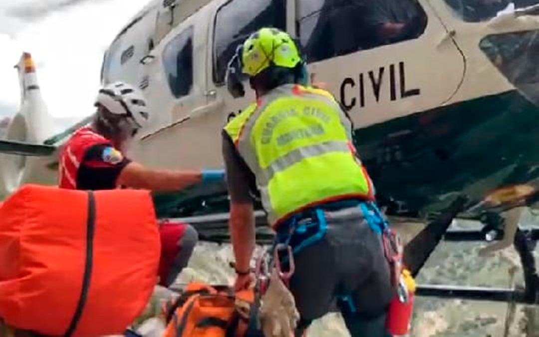 Labores de rescate por parte del helicóptero de la Guardia Civil en una zona próxima a Montoro de Mezquita./ Guardia Civil Teruel