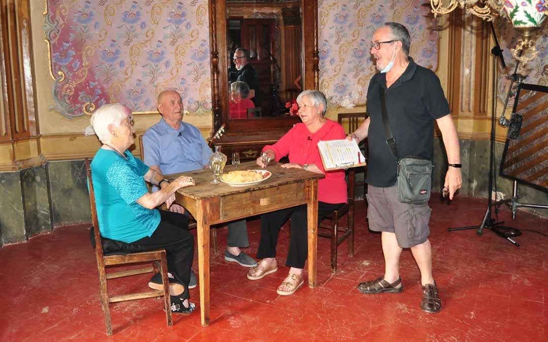 Rañé dirigiendo una escena junto a Carmeta, José María y Aurelia. J.L.