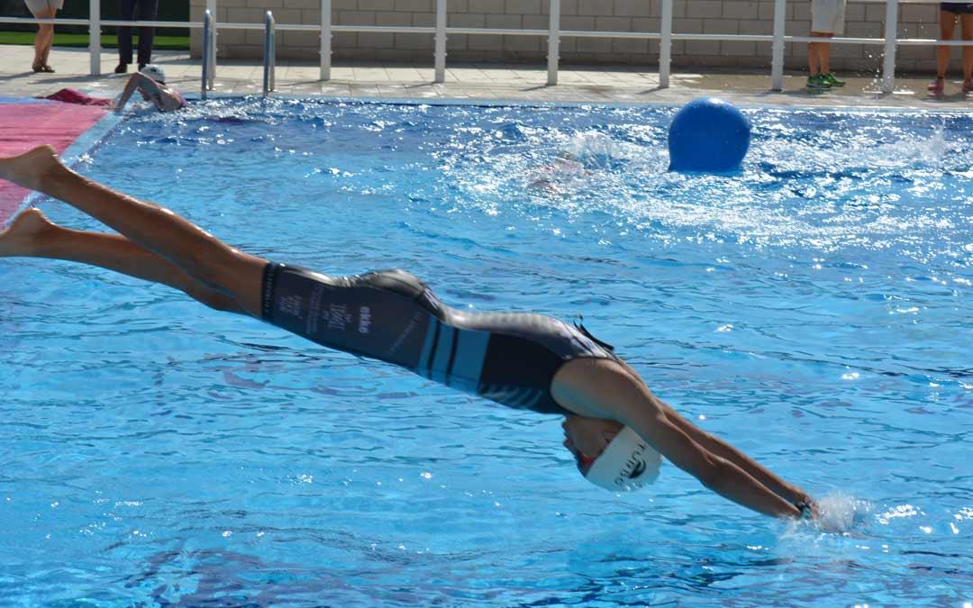 Momento de la competición durante la prueba de natación./I.M.
