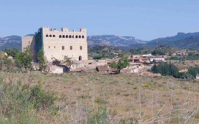 Valderrobres pide retirar del Plan General una parcela contigua al castillo y paralizar un proyecto de urbanización