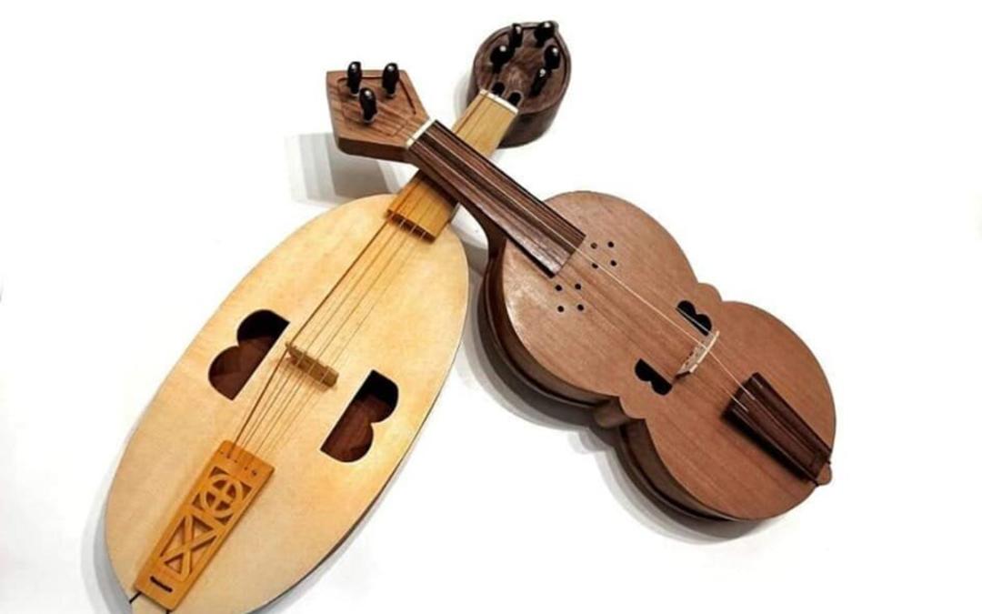 El artista caspolino también elabora instrumentos de cuerda / P.M.