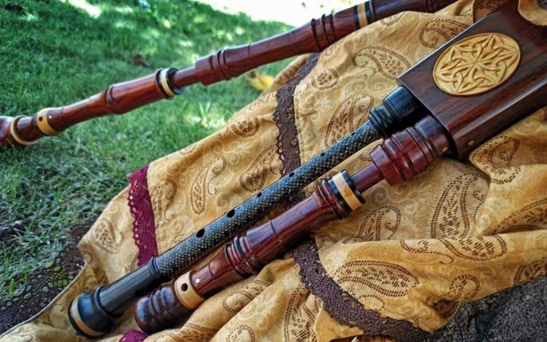 Para los instrumentos que realiza el artista, utiliza materiales que se habrían empleado en la época / P.M.
