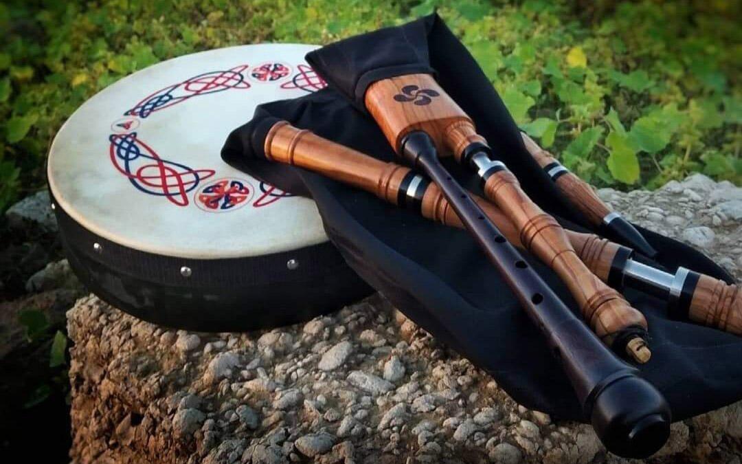 Estos son algunos de los instrumentos que fabrica el artista caspolino / P.M.