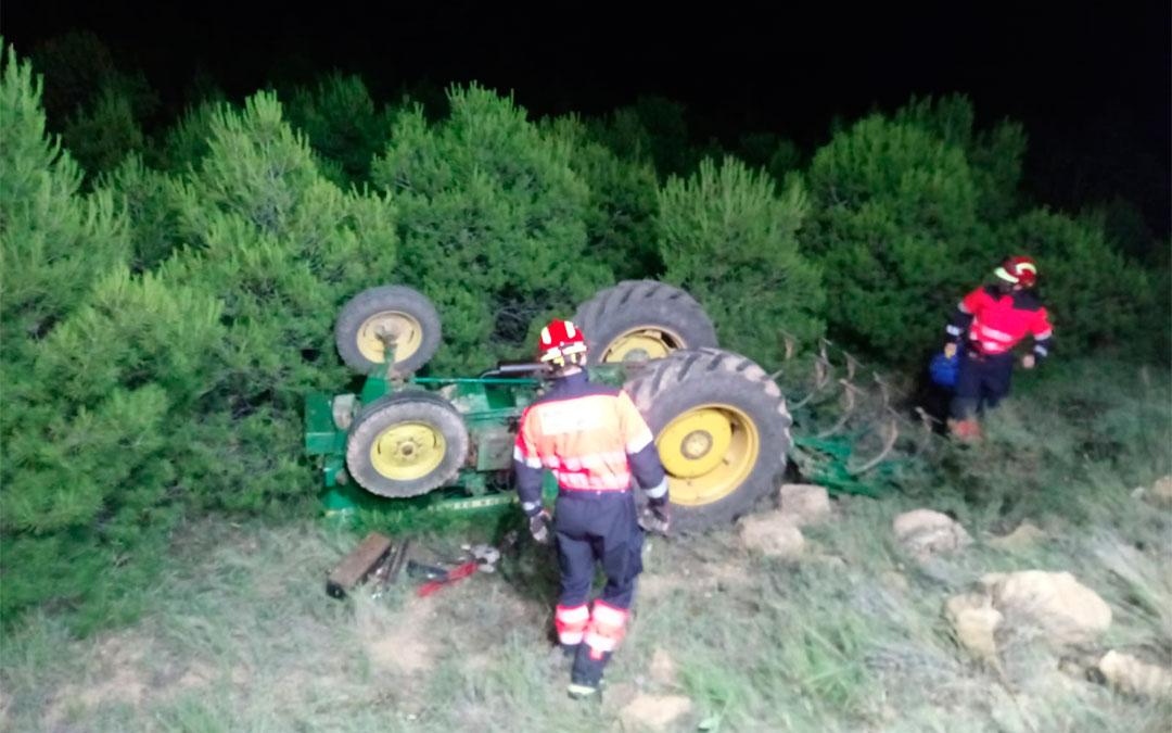 Accidente de un tractorista en Muniesa./ Bomberos DPT