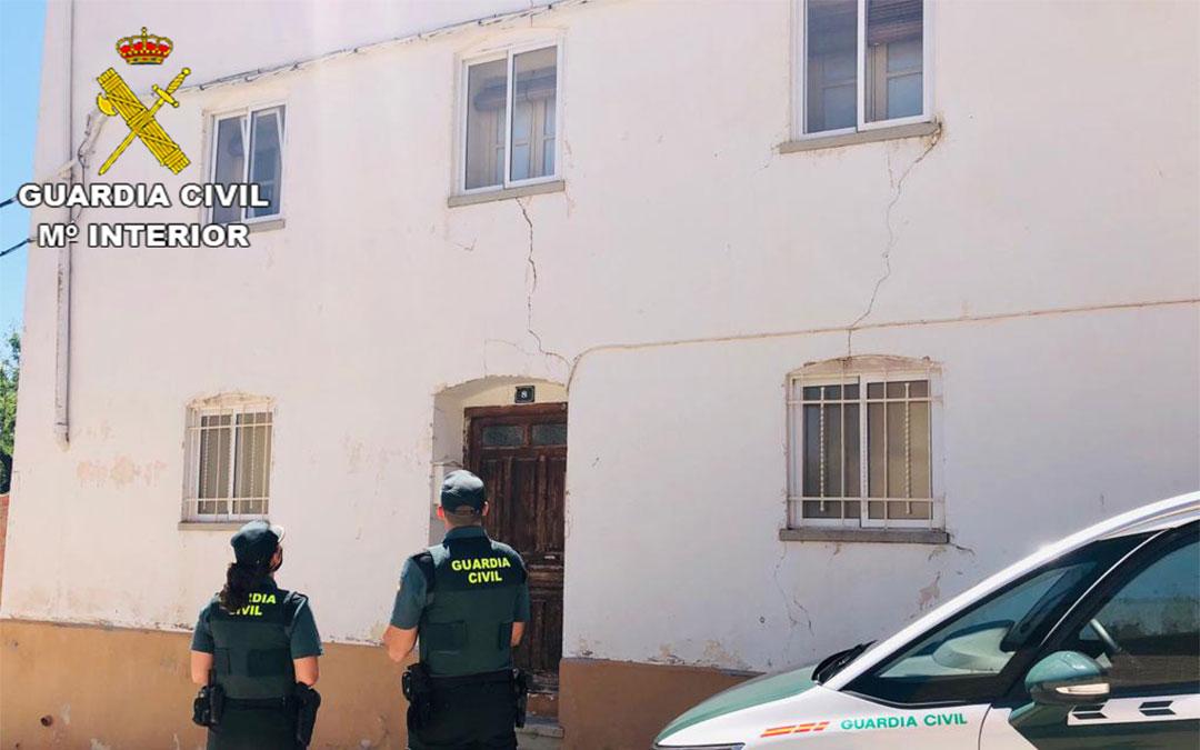 La Guardia Civil de Teruel auxilia a un hombre mayor en Alloza./ Guardia Civil