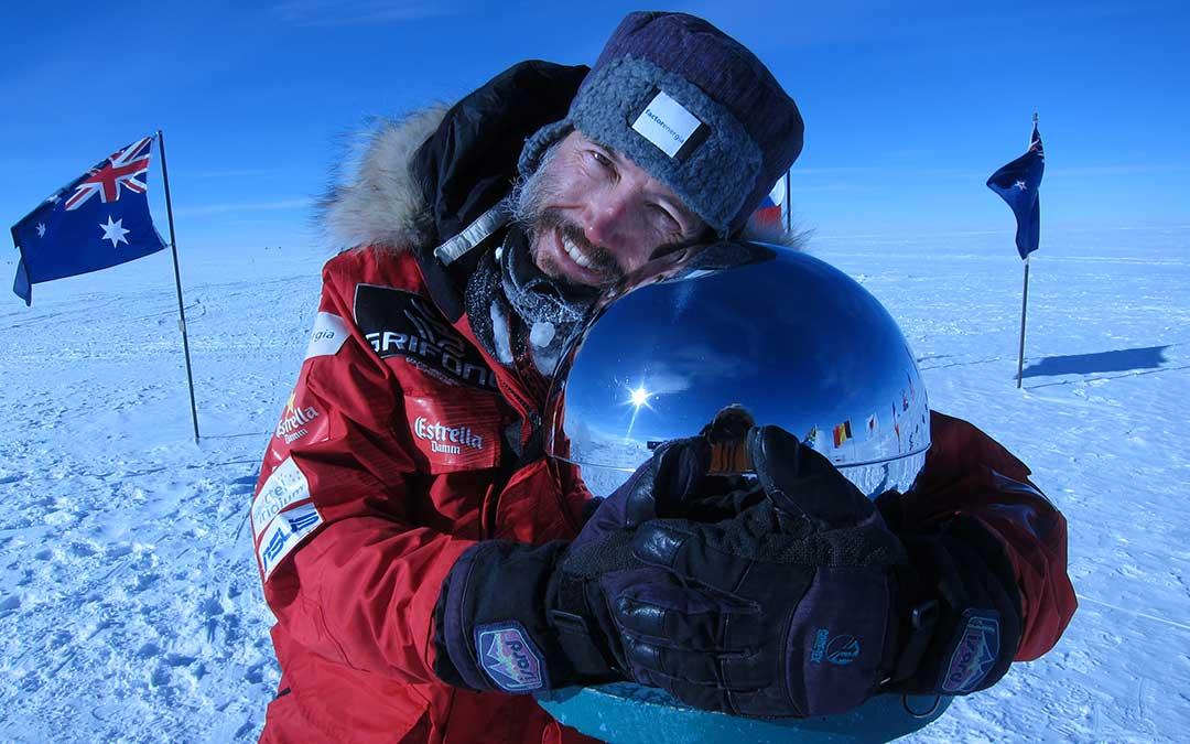 El deportista y aventurero llegó al polo Sur geográfico andando después de atravesar toda la Antártida. A.B.