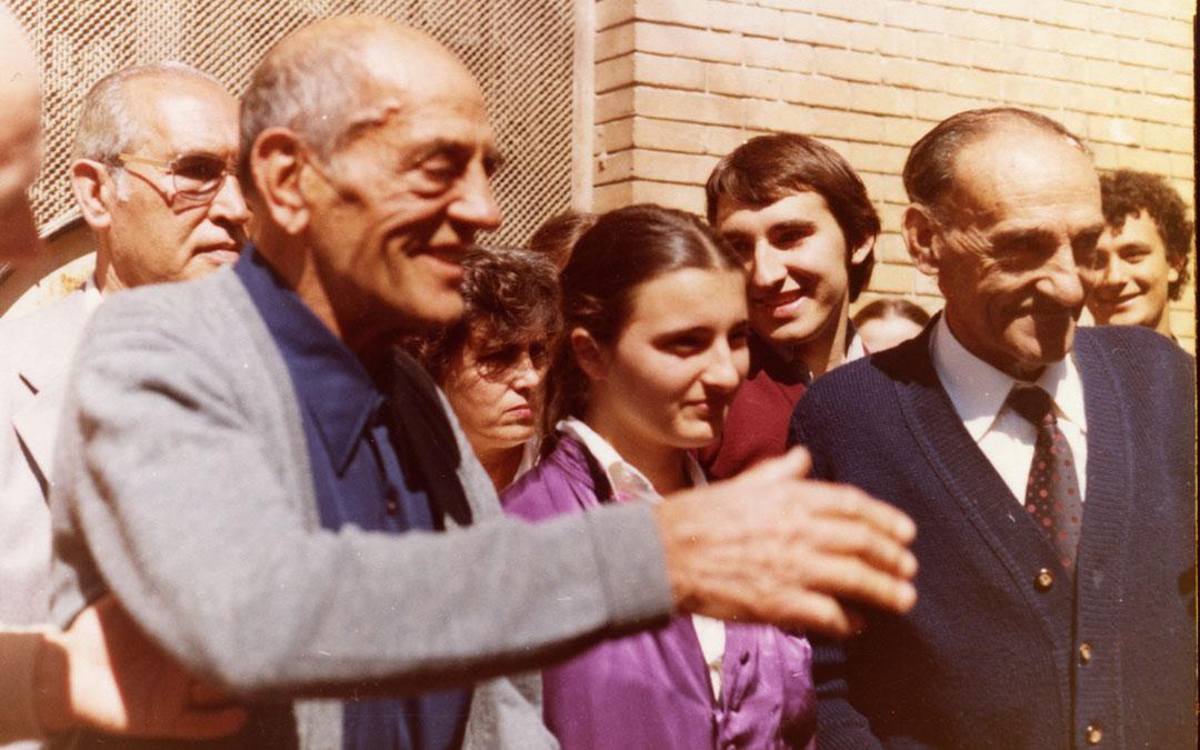 Luis Buñuel junto a su hermano Leonardo en la última visita que realizó a Calanda. Murió apenas tres años después. / Centro Buñuel Calanda