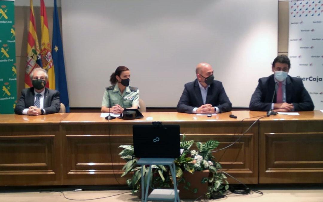 Enrique Ávila, Silvia Gil, Antonio Santa Isabel y Carlos Sánchez en la sede de la Cámara de Comercio de Teruel./ Cámara Comercio