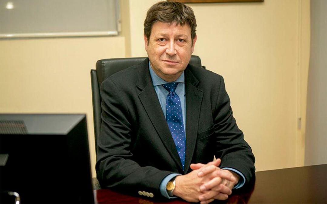 El presidente César Soriano en su despacho./ L.C.