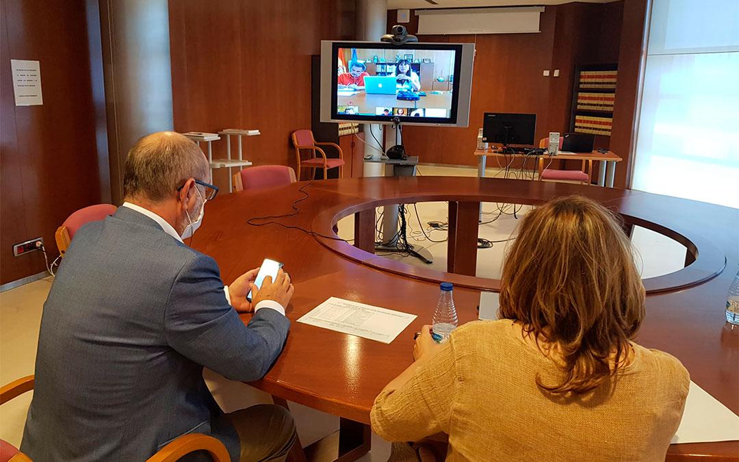 Las consejeras Mayte Pérez y Sira Repollés en la reunión del Consejo Local./ DGA