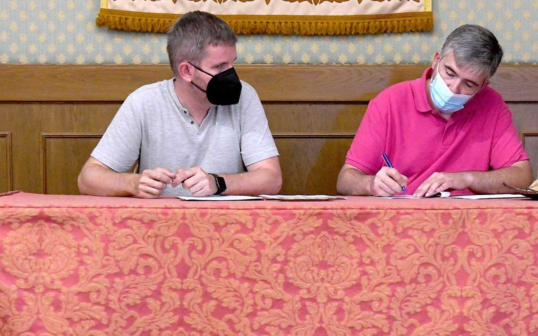 Ignacio Urquizu, alcalde de Alcañiz y Jorge Estopiñán, presidente del TransLop Alcañiz C.P. Foto. Ayto. Alcañiz