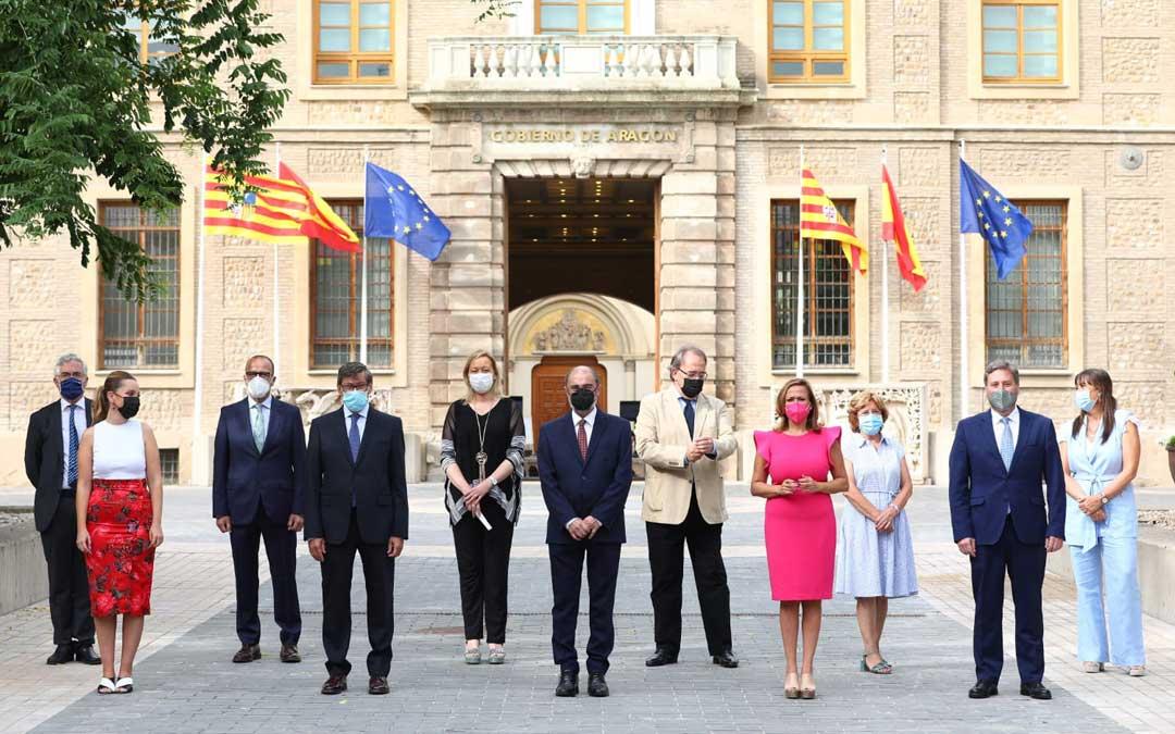 Foto de grupo de Lambán y sus consejeros en el balance del ecuador de legislatura / DGA