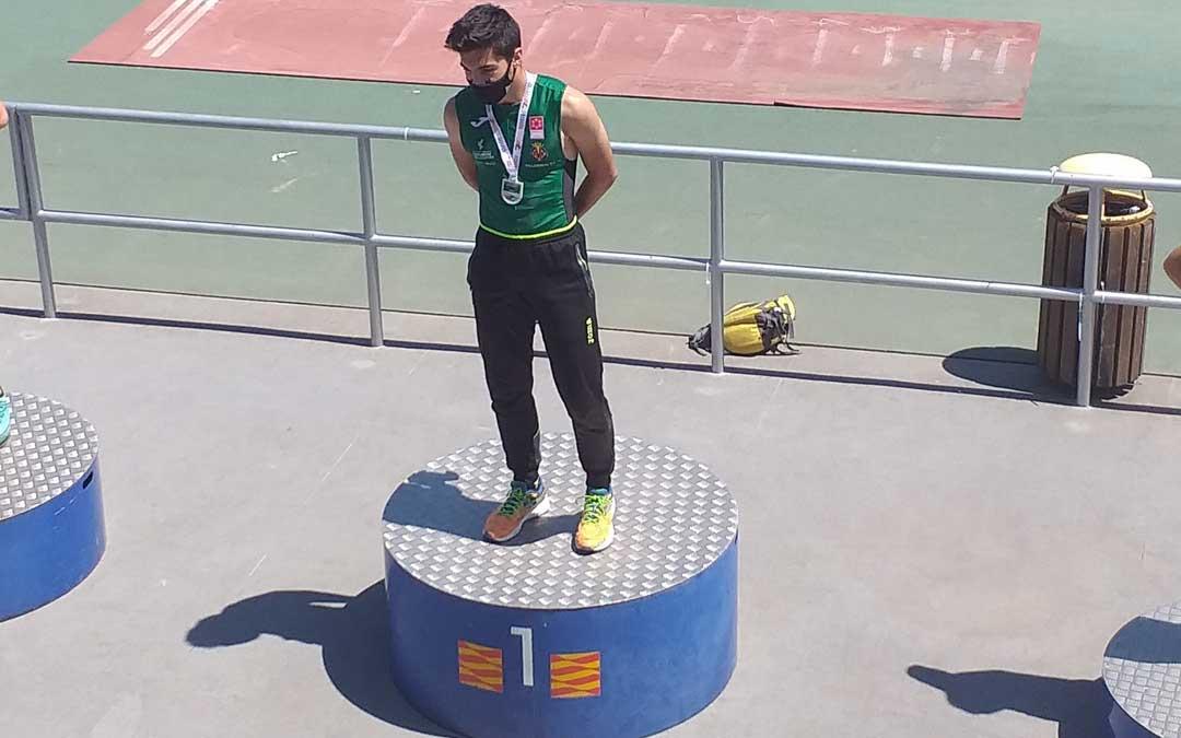 Diego Delgado en lo más alto del podio. Foto. C.D.