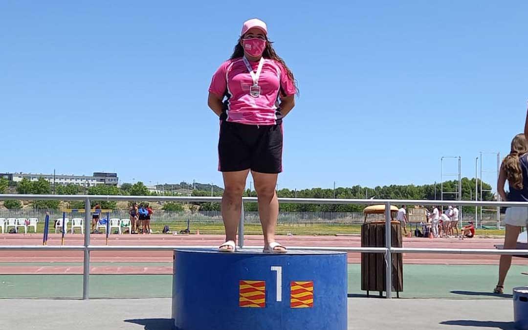 Elena Sanz en lo más alto del podio del Campeonato de Aragón sub 18. Foto. J.S.