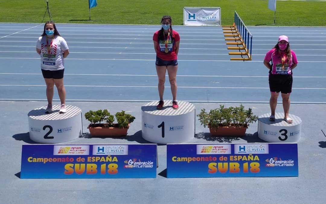Elena Sanz en el tercer cajón del podio en Huelva. Foto. J.S.