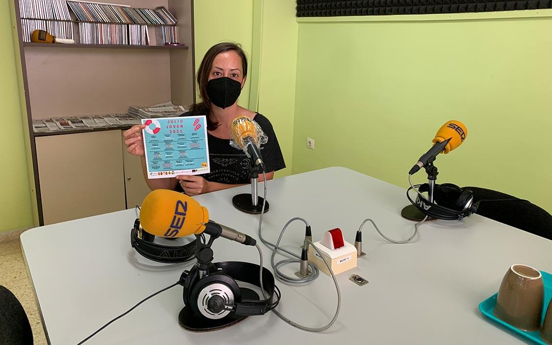 Elia Corral, técnico de Juventud en la Comarca del Bajo Aragón Caspe en Radio Caspe/ Pilar Sariñena
