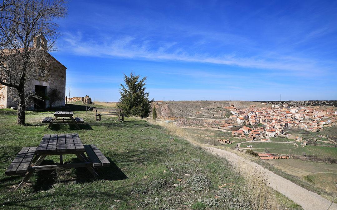 Ermita de Santa Ana y su mirador en Ejulve