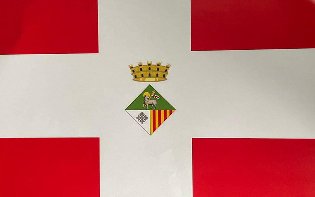 La bandera y el escudo de la Villa de Cretas. Foto. F.C.