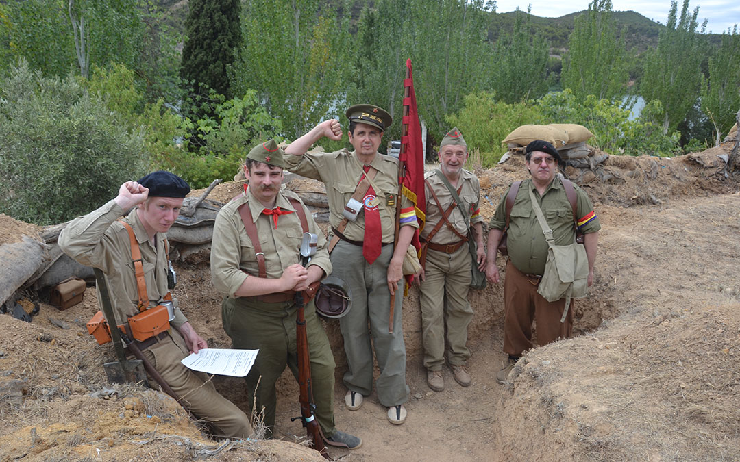 Grupo de recreacionistas de Francia representando a las Brigadas Internacionales. / M. Q.