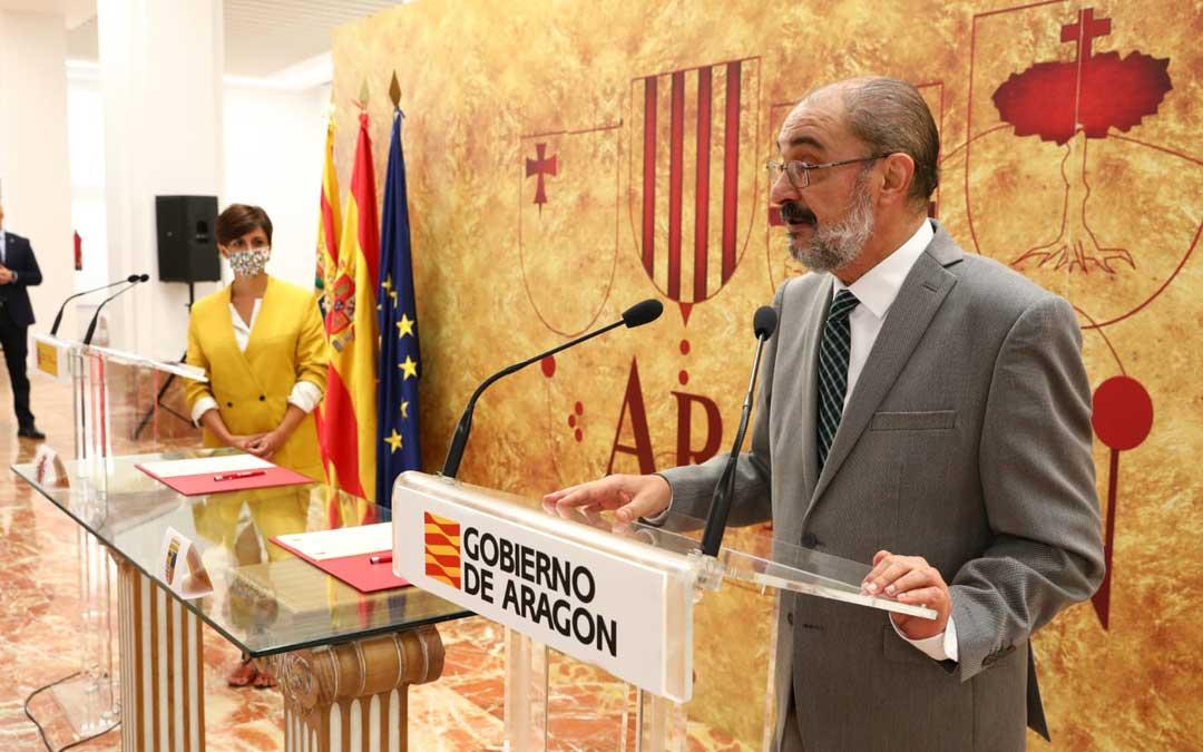 El presidente de Aragón, Javier Lambán, junto con la ministra de Política Territorial, Isabel Rodríguez, firmando el último FITE en julio / DGA