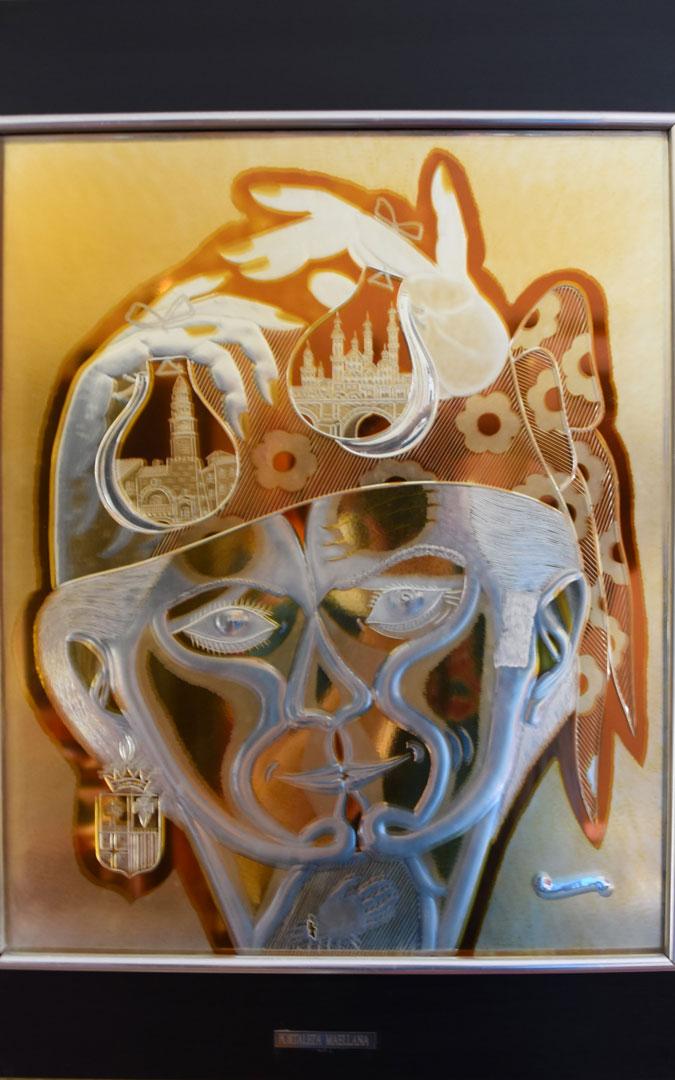 'Fortaleza maellana' es una lámina en cristal que talló Pons Cirac / Centro de Estudios Maellanos