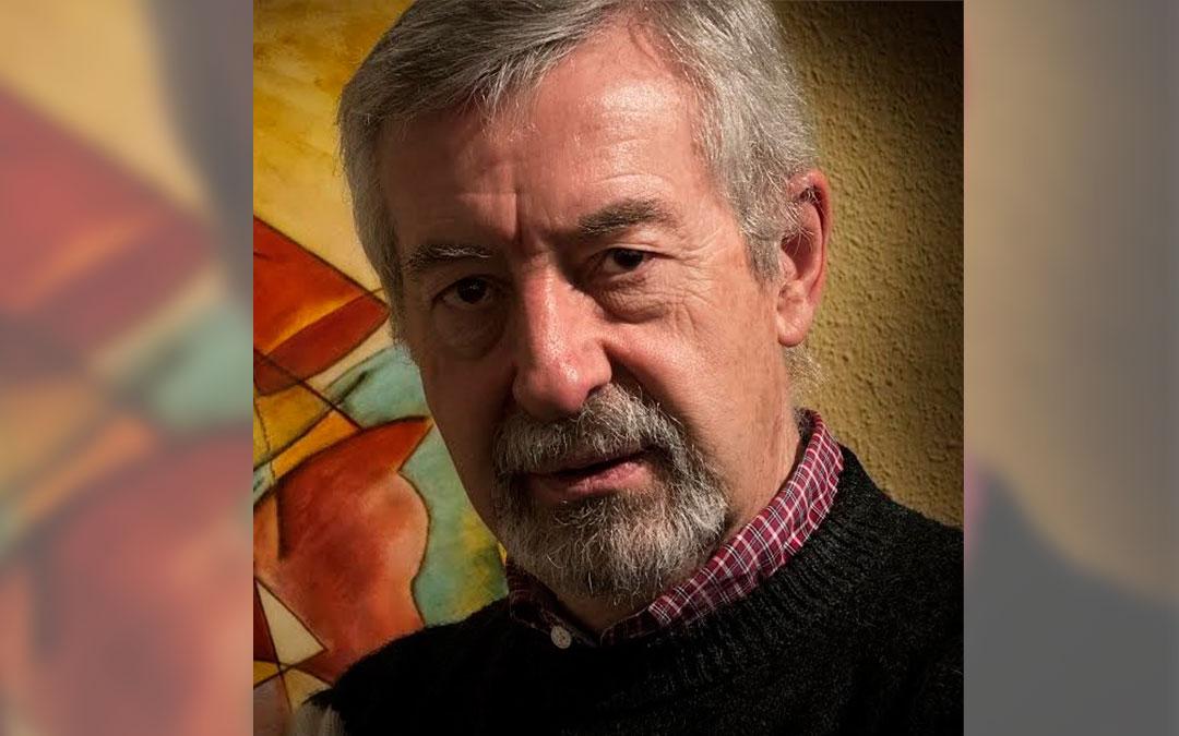 Francisco Javier Aguirre acaba de publicar 'Tierra de silencios'./ L.C.