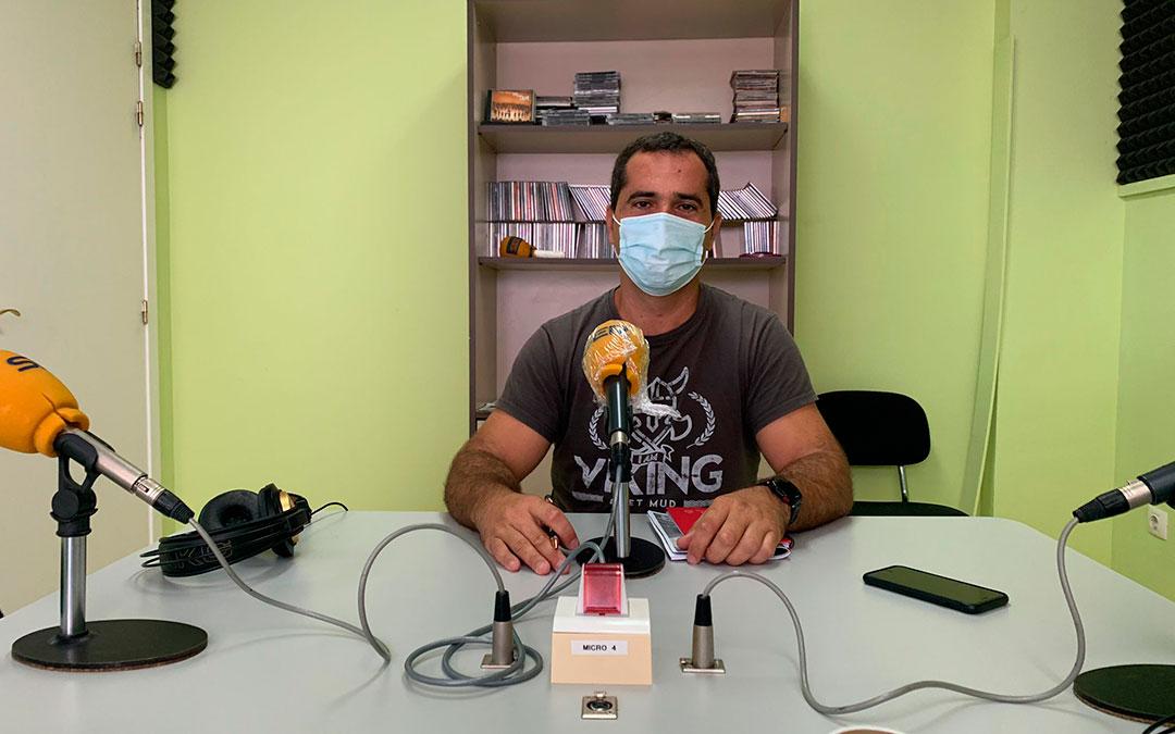 Gabriel Luena, concejal de urbanismo y educación de Caspe en Radio Caspe/ Eduard Peralta