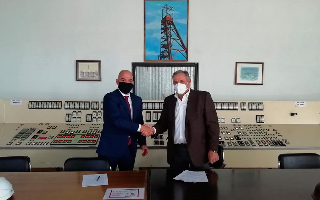 Los presidentes de la Cámara de Comercio y de Grupo Arcoiris sellaron el pasado martes en Andorra la renovación del compromiso./ L.C.
