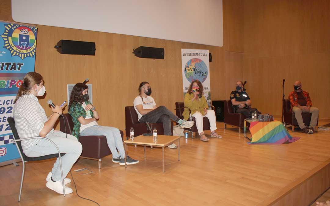 """Coloquio con el título """"Ruralidad, diversidad y derechos"""" en el Palacio Ardid de Alcañiz / L. Castel"""