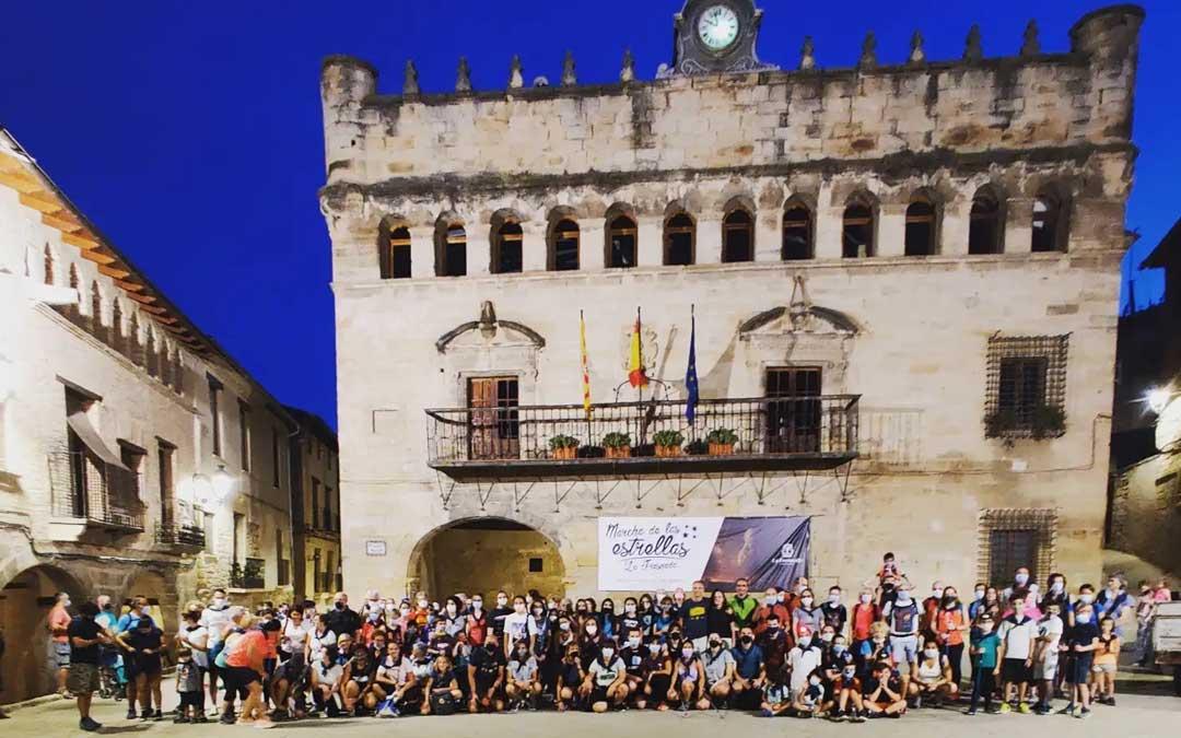 Foto de familia de los participantes en la Marcha de las Estrellas. Foto. Facebook Ayto. La Fresneda