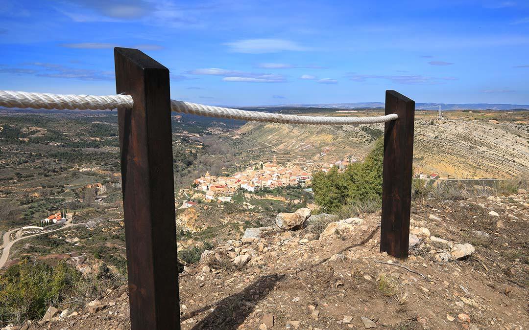 Vistas de Crivilén desde el Mirador de la ermita de Santa Bárbara