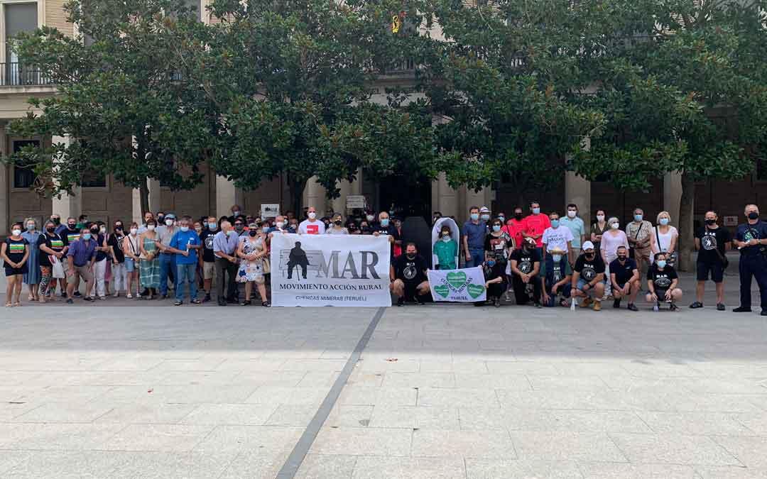 Participantes en la concentración que ha llevado a cabo en Zaragoza el Movimiento de Acción Rural. Foto: A.J.