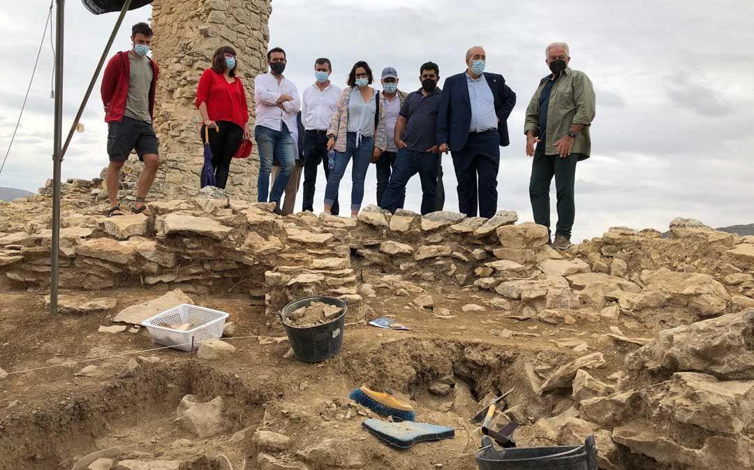 Las excavaciones constatan hasta tres fases de construcción en las defensas del Cabezo de San Pedro