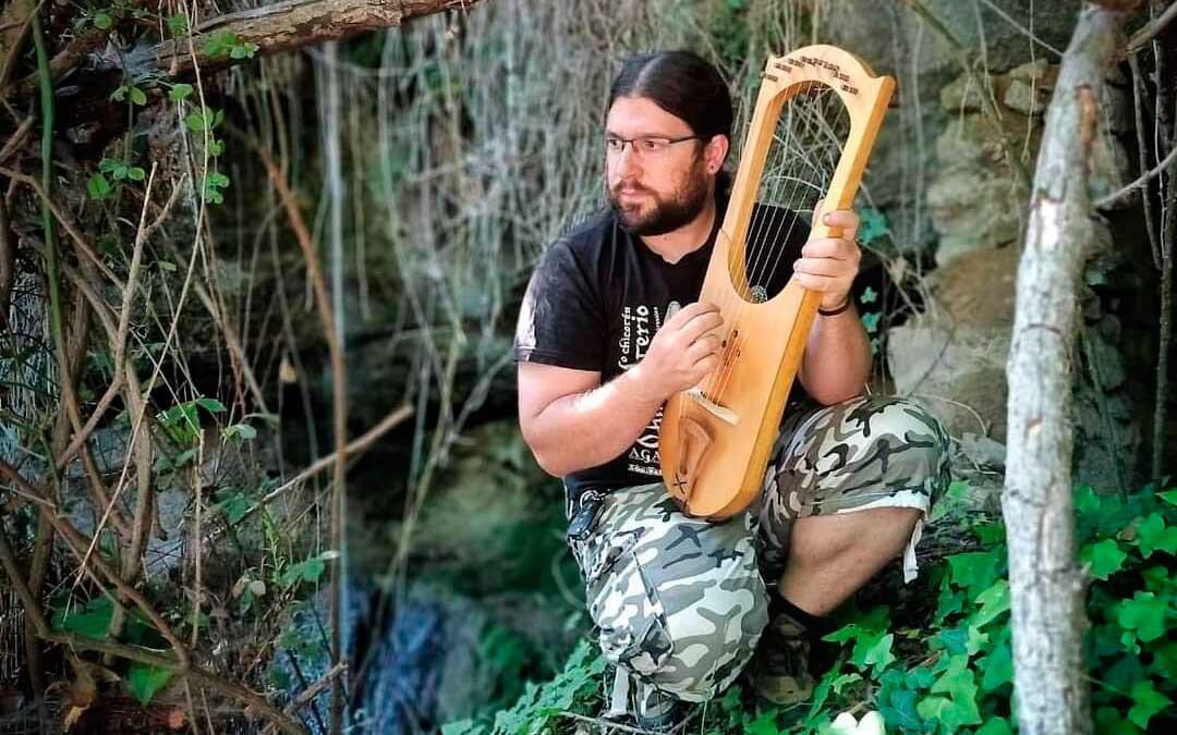 Pablo Morales, junto a uno de sus instrumentos / P.M.