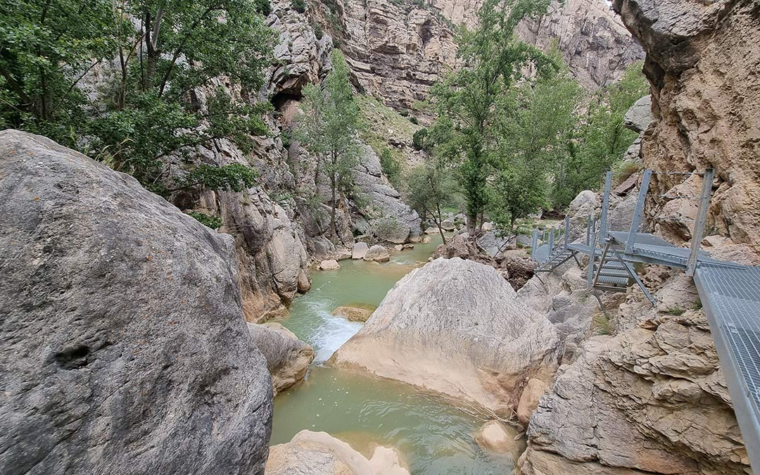 pasarelas de la ruta fluvial de aliaga