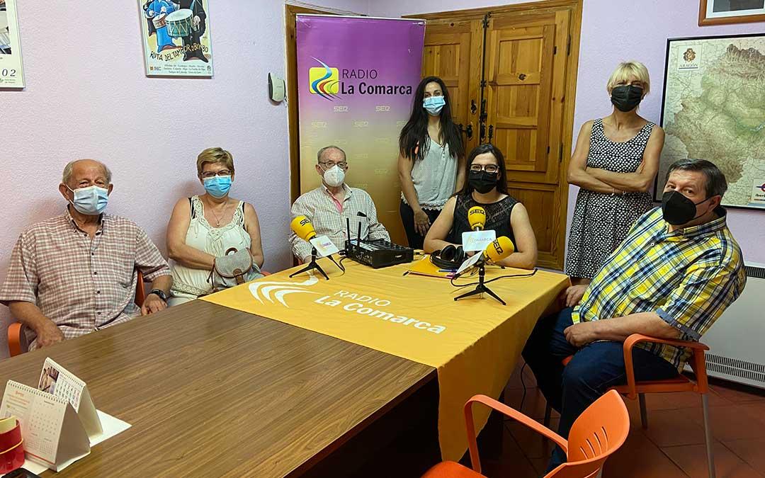 Algunos de los invitados al programa especial emitido desde Urrea de Gaén./ L.C.