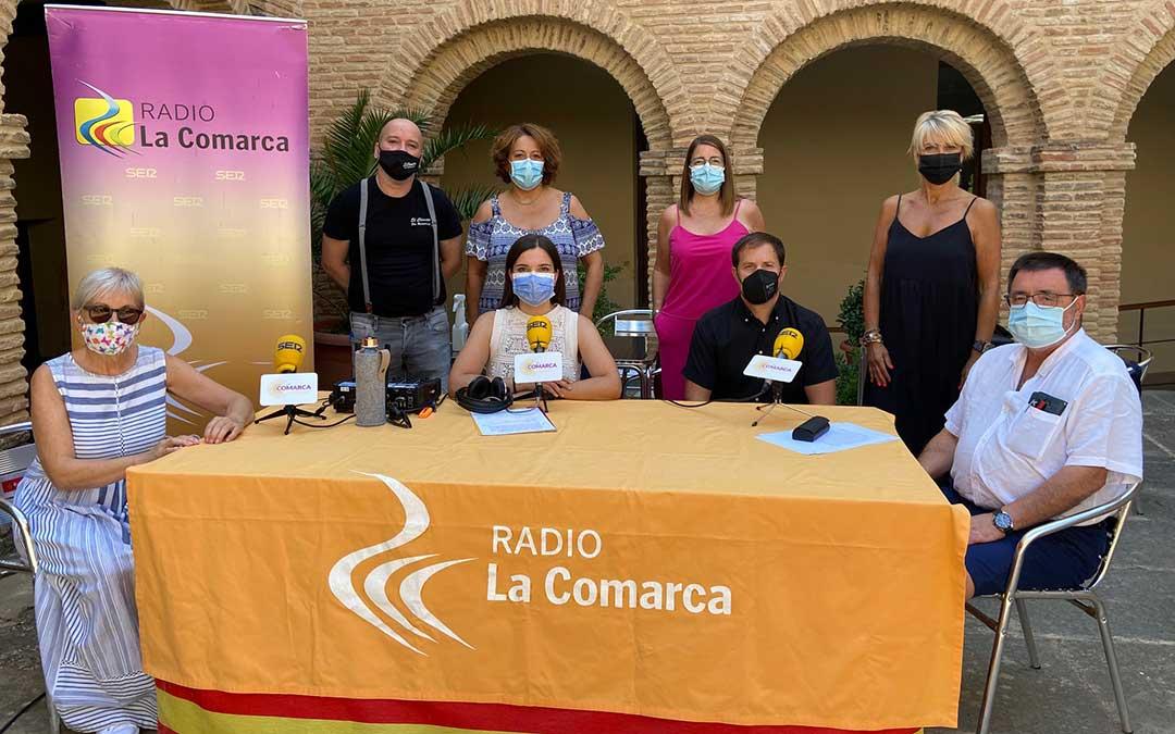 Algunos de los invitados al programa de Radio La Comarca emitido desde el Claustro del Convento de Valdealgorfa./ L.C.