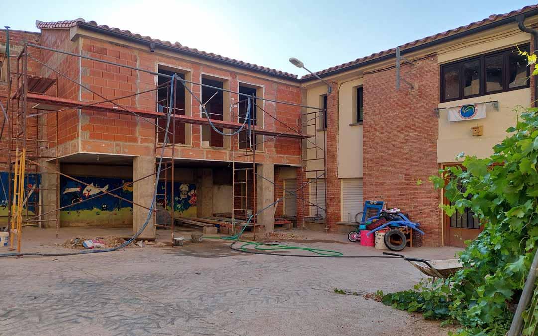 El nuevo edificio anexo al anterior estará listo antes de que comience el curso. JL.