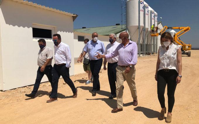 Grupo Costa invierte 9 millones en una granja porcina «puntera» en Samper que creará una quincena de empleos