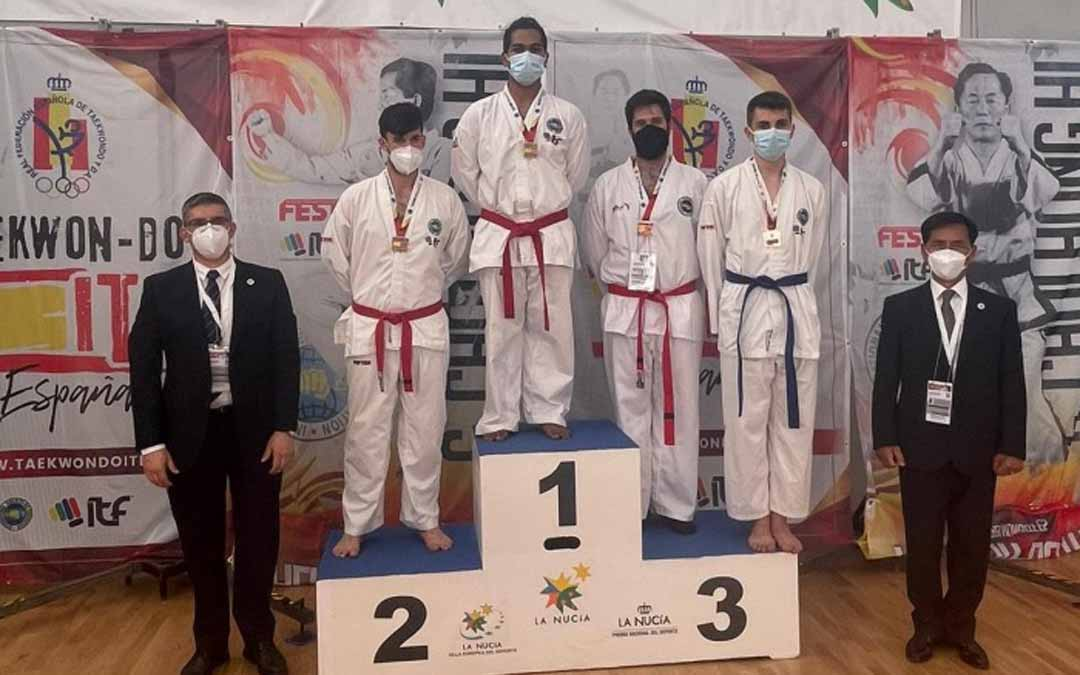 La medalla fue entregada a Saúl Gómez por el Gran Maestro Lee Won Il 9º Dan.