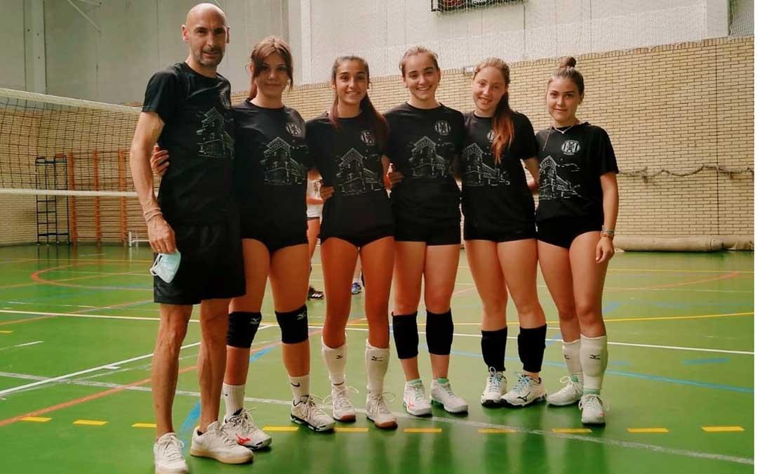 Chema García junto a las cinco jugadoras seleccionadas. Foto. J.M.G.